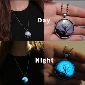 Jewelry - ⭐️Glow in the dark necklace